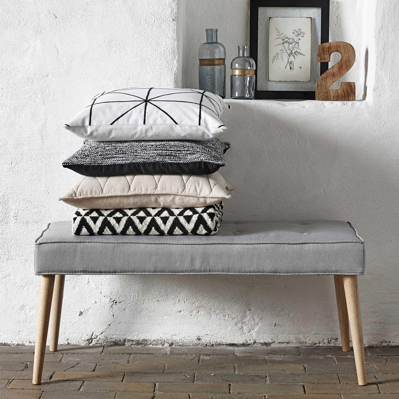 Comfy kussen zwart wit funky furniture for Comfy kussen